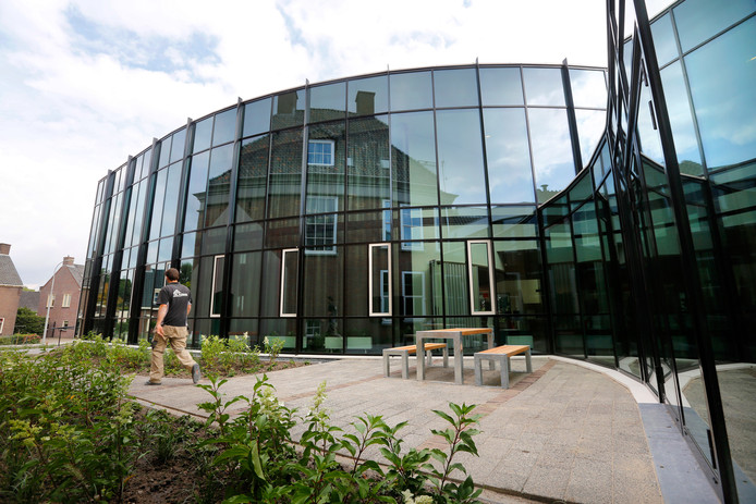 Het moderne deel van het gemeentehuis in Opheusden