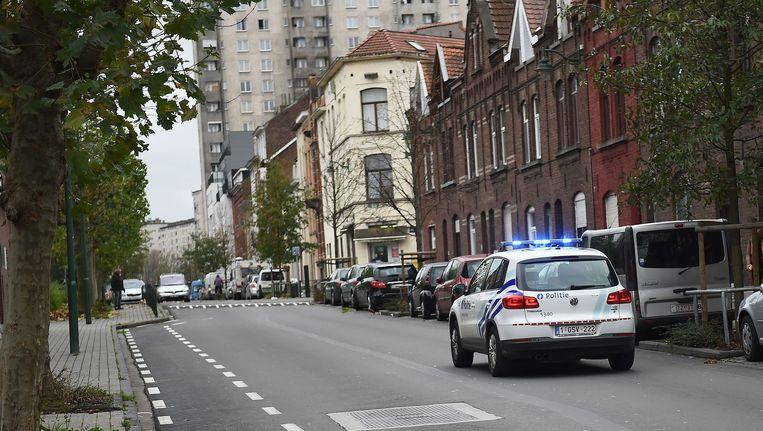 De politie pakte vijf mensen op in de Brusselse deelgemeente Molenbeek. Beeld afp