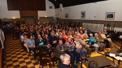 Een volle zaal mensen kwamen luisteren naar  de plannen over Oetingen 2.0