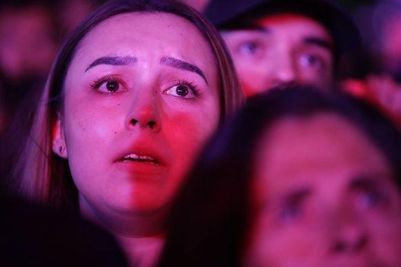 Teleurgestelde fans van Beto O'Rourke luisteren naar zijn 'concession speech' in El Paso.