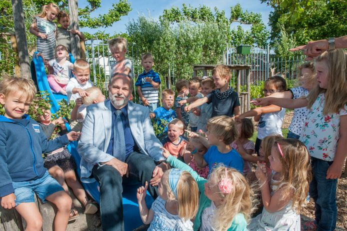 """Scheidend schooldirecteur Erik Steegmans: ,,Kinderopvang en kleutergroepen groeien weer."""""""