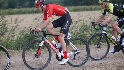 KOERS KORT (7/10). Belofterenner zwaargewond na aanrijding met auto in Ronde van Lombardije