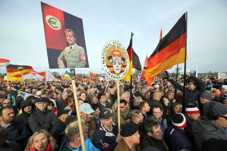 Pegida-aanhangers tijdens de toespraak van Geert Wilders in Dresden. Beeld epa