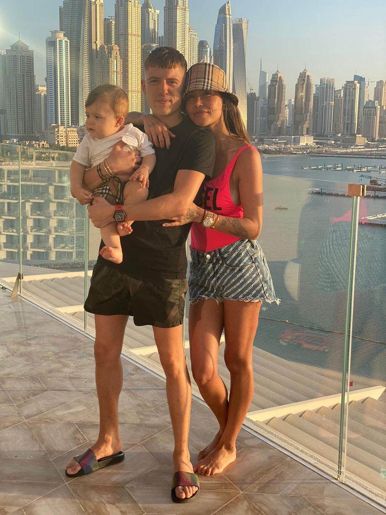 Lil Kleine met zijn vrouw Jaimie en zoon Lío Zion in Dubai. Beeld Instagram