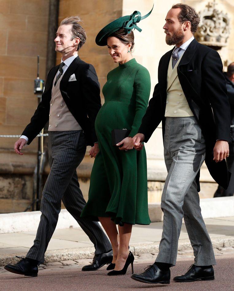 Pippa, de zus van Kate, komt met een bolle buik naar het huwelijk kijken.