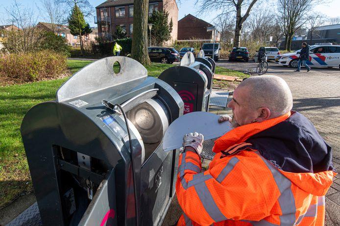 In de wijk Vredenburg begon in maart de operatie om de inwerptrommel van de ondergrondse straatcontainer voor restafval te verkleinen van 60 liter- naar 30 liter-zakken. Dat was volgens de afvalmedewerkers van Suez geen slimme zet.