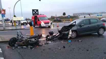 Motard zwaargewond na botsing op R4 in Evergem