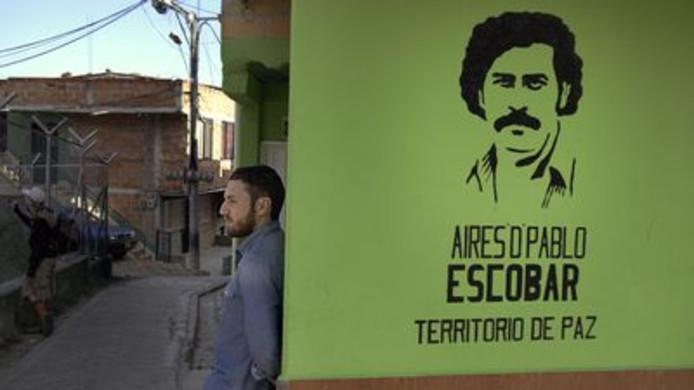 Laux in de wijk die Escobar liet bouwen in Medellin.
