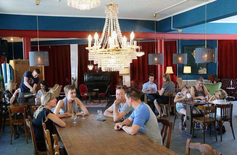 Het nieuwe café in het speelkaartenmuseum.