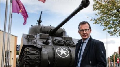 """CD&V-voorzitter Wouter Beke lacht met granaten in Antwerpen: """"#grenadeproof vervoer"""""""