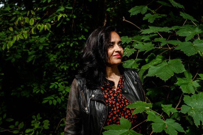 In het kinderboek 'Lieffie en haar mamma en mammie' beschrijft Sandra Sewtahal (44) de wereld van haar eigen regenbooggezin