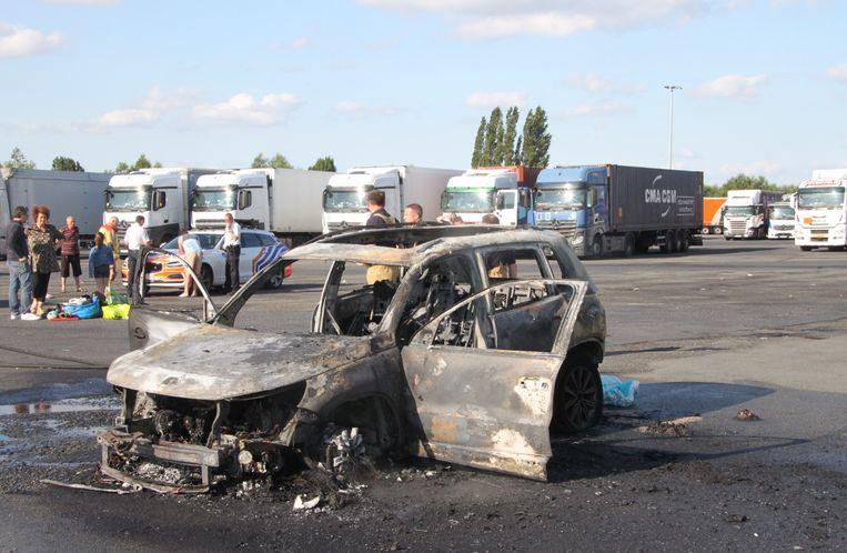De Volkswagen Tiguan brandde volledig uit.