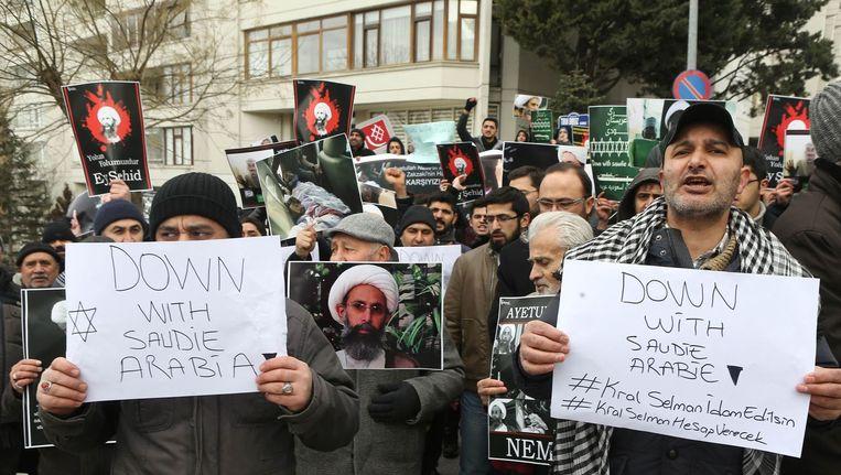 Iraanse demonstranten protesteren tegen de executies van Saudi-Arabië in Ankara. Beeld afp