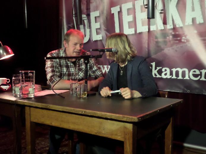 Jan van Mersbergen en Marieke Lucas Rijneveld met elkaar in gesprek.