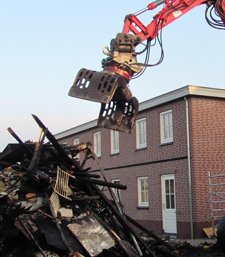 Buren en bewoners mogen eigen huis niet in na grote uitslaande brand in Velddriel