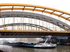 Schepen in dure wachtrij door vertraging nieuwe spoorbrug Utrecht