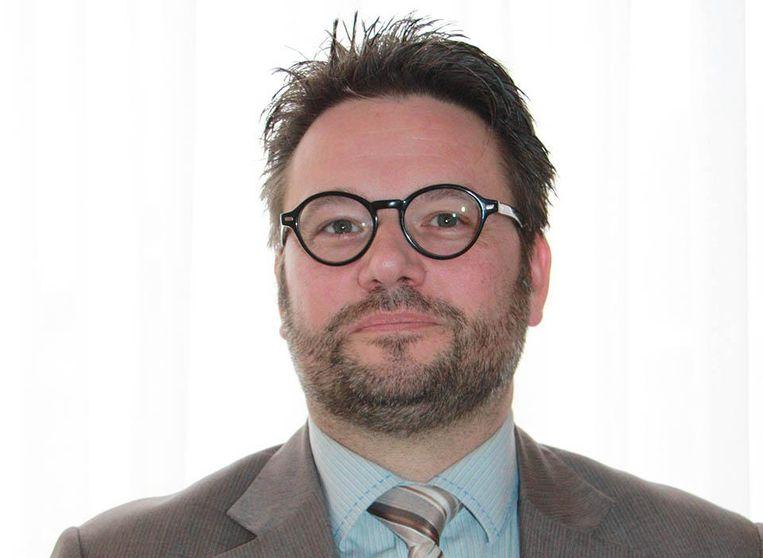 Thiéry Tachel dient zich na enkele jaren weer aan als directeur van Cervo Go De Panne. De 18 administratieve personeelsleden meldden zich meteen collectief ziek.