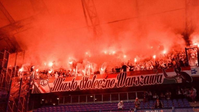 De fans van Legia tijdens de wedstrijd tegen Lech Poznan.