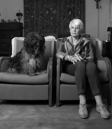 Oud zijn in de coronacrisis: Andrea (85) wil blijven leven, vooral voor hond Flipper