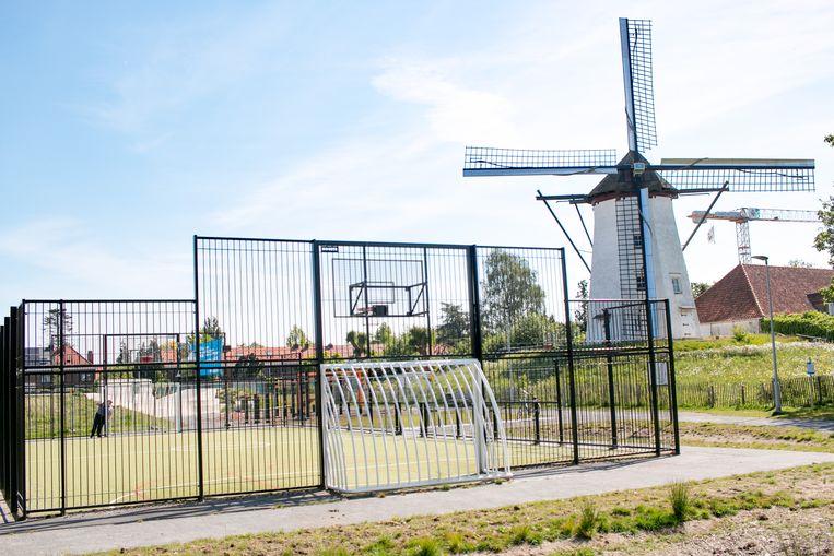 Het voetbal- en basketpleintje aan de Witte Molen blijft wel gesloten, net als de speeltuin.