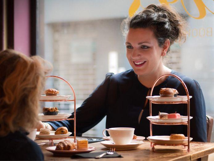 Eigenaar Elianne Alblas van Lewis Book Café