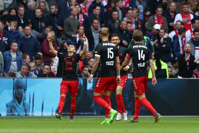 FC Utrecht viert de vroege 0-1 tegen Ajax in het duel dat uiteindelijk met 4-1 verloren ging.