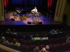 Singer-songwriter Tim Knol trapt af in Enschede: 'Heerlijk weer mensen te zien tijdens het spelen'