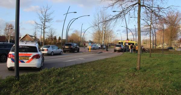 Snorfietser gewond na botsing met auto op rotonde Schijndelseweg in Boxtel.