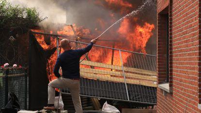 VIDEO. Schoolomgeving Kallobaan in rook gehuld door zware brand