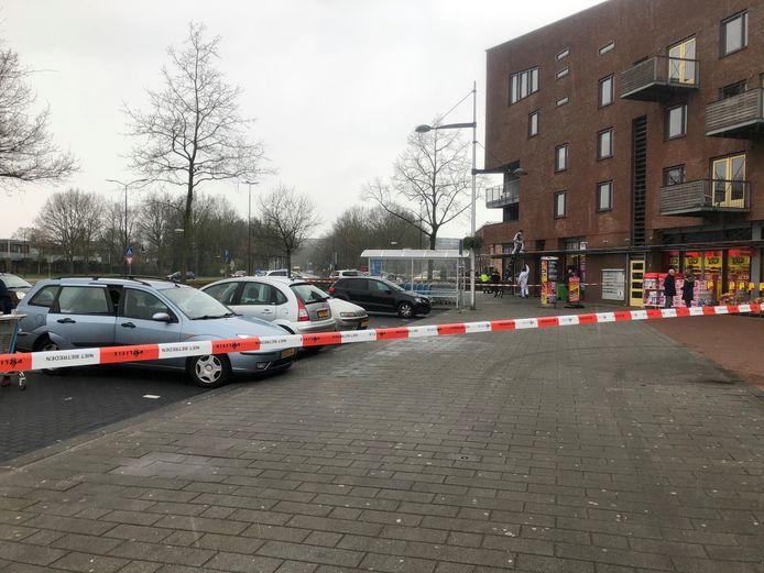 De omgeving van het Apeldoornse winkelcentrum werd afgezet met linten.
