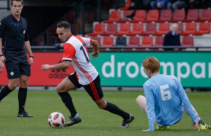 Khalid Rahli aan de bal namens SC Feyenoord.