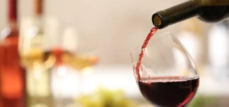 Nuenens wijnmerk vraagt kopers om wijnflessen te controleren na overlijden Belgische vrouw