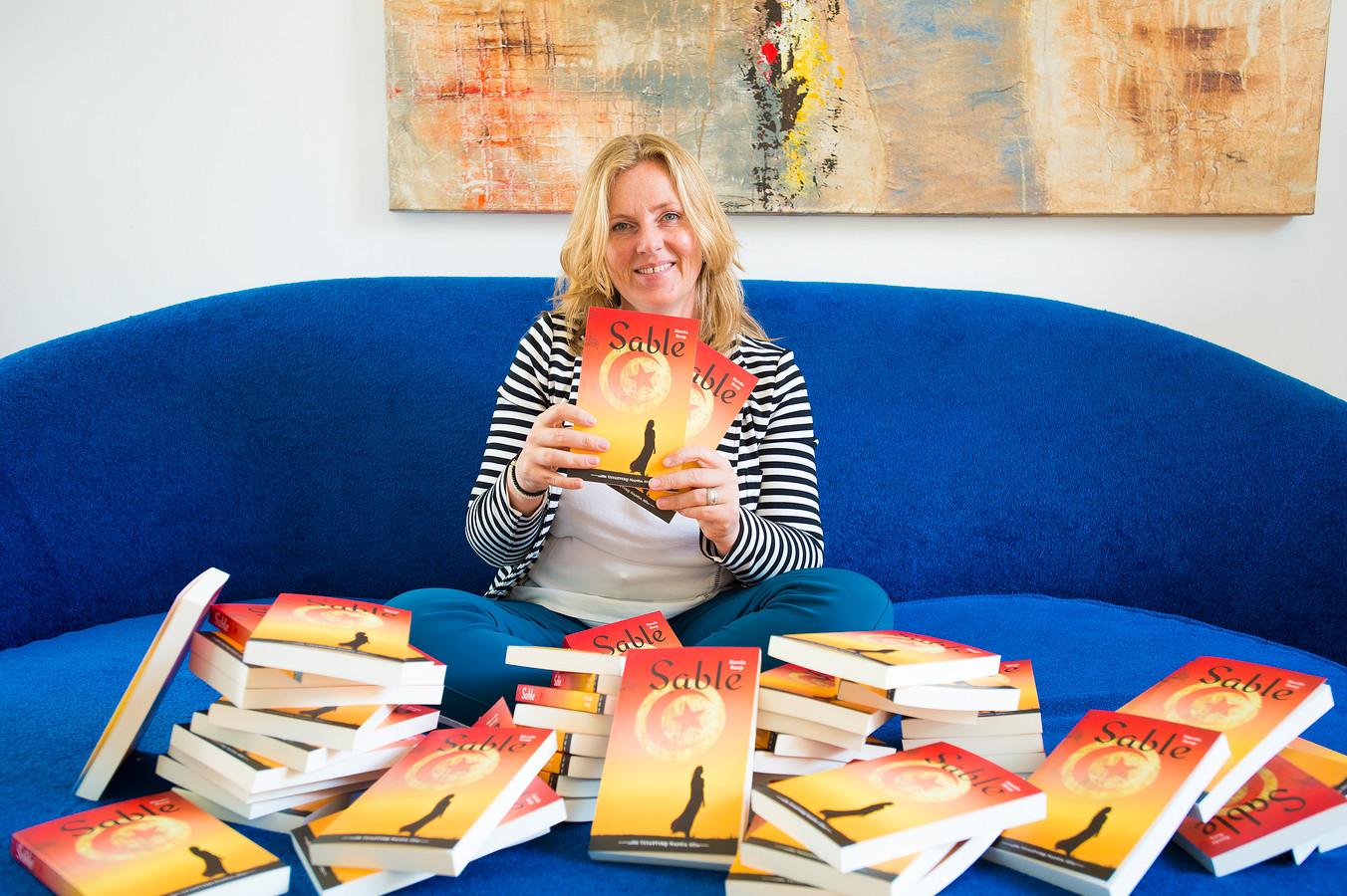 Nanda Roep met haar nieuwe boek Sable.