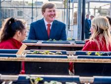 Koning verrast vrijwilligers in Everdingen met bezoek