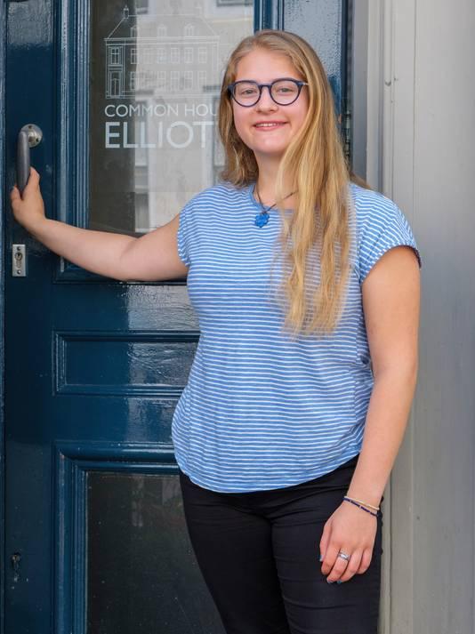 Tallie Nikitchyuk is de nieuwe 'chairman' van het Common House Elliott, waardoor ze deze zomer toch nog iets om handen heeft.