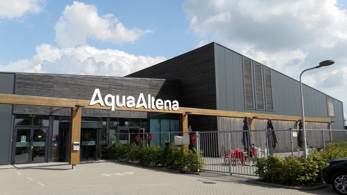 Zwembad AquaAltena aan de Middenweg in Andel.