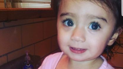 Achtergelaten peuter sterft in snikhete auto: twee kinderverzorgsters riskeren tot 18 jaar cel