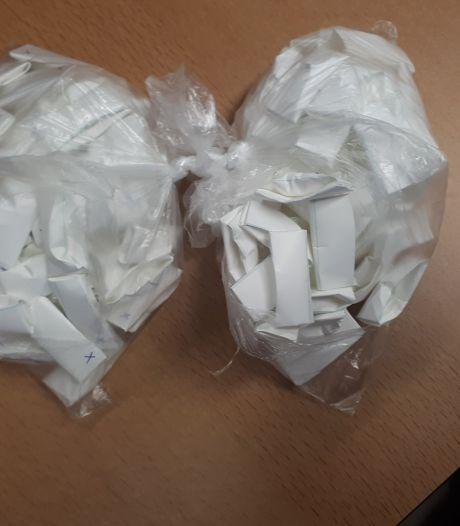 Boterhamzakjes vol drugs gevonden: politie pakt verdachte op in Velp