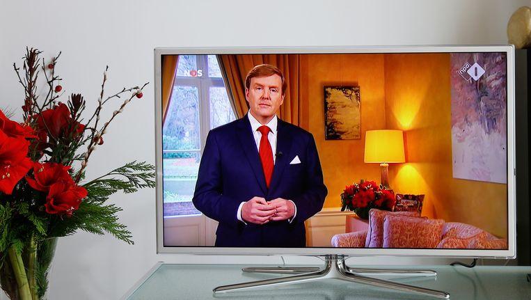 De kerstrede van koning Willem-Alexander werd via televisie en radio uitgezonden. Hij hield zijn toespraak vanuit Villa Eikenhorst in Wassenaar. Beeld anp