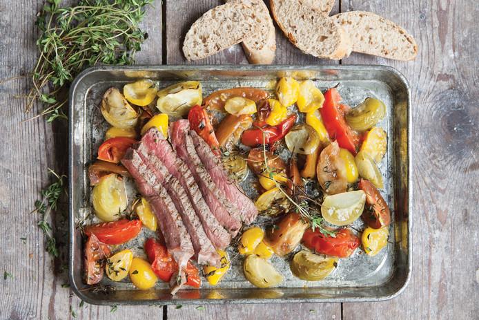 Gemarineerde biefstuk met geroosterde tomatensalade