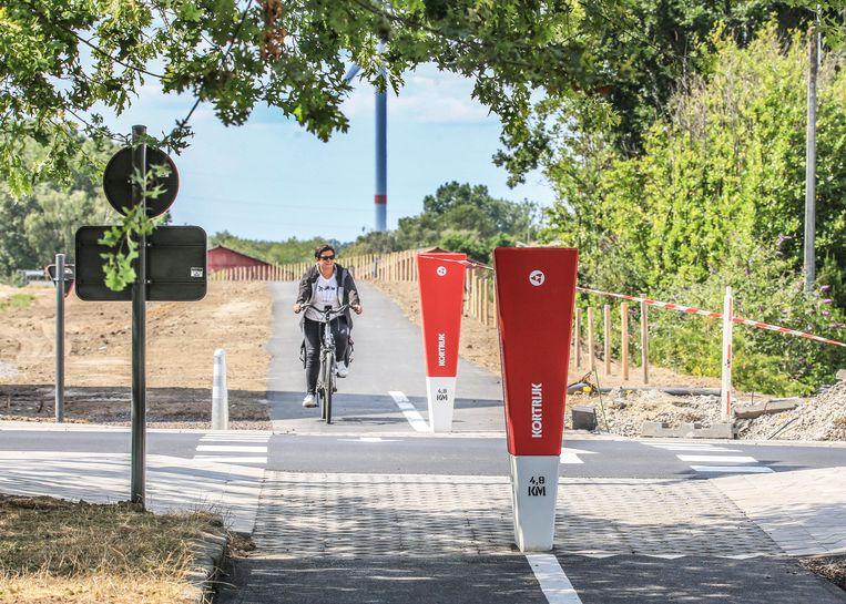 Het ontbrekende stuk fietspad tussen de Deerlijkstraat en de Otegemstraat, vlakbij de site Leanderhof, is klaar voor gebruik.