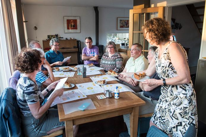 Appeltaart gesprek bij de familie Van Riel in Wijchen