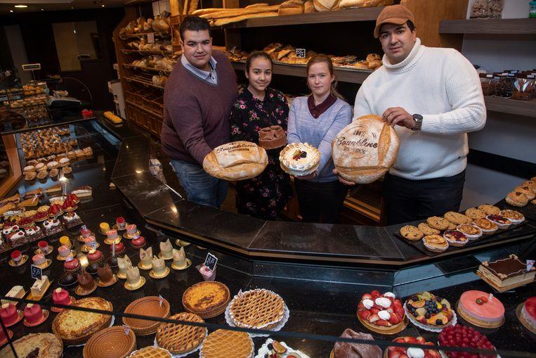 Bakkerij Bouakline: Mo en Abdel met hun nichtje en verkoopster Tanita in de winkel in Wetteren.