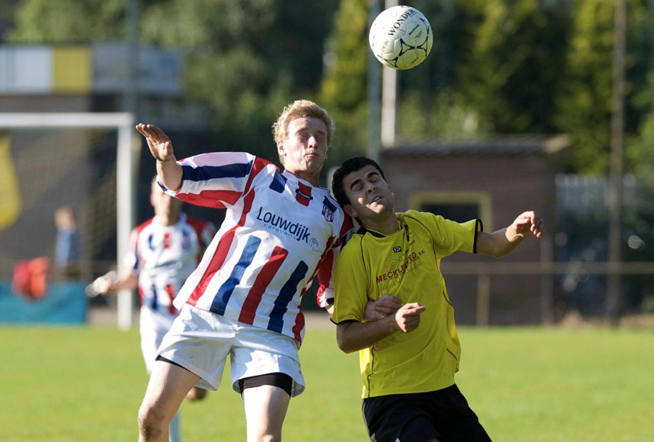 Jordy van Zandwijk (rechts, archiefbeeld) maakte tegen Bruchterveld de 0-2.
