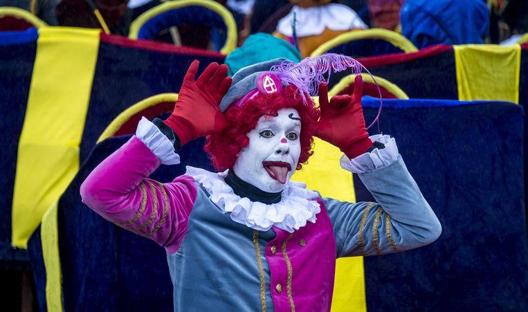Een clownspiet bij de intocht van vorig jaar. Beeld anp