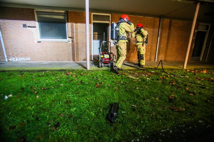 De molotovcocktail veroorzaakte brand in een leegstaande woning.