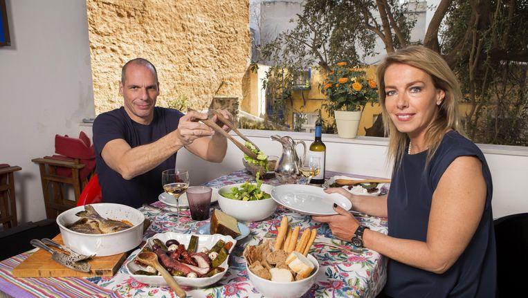 Varoufakis met zijn vrouw. Beeld Baptiste Giroudon / Paris Match