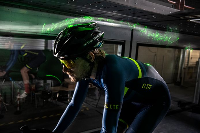 Thijs Zonneveld test in een windtunnel