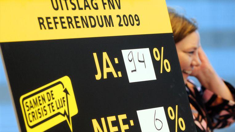 In 2009 stemde nog een ruime meerderheid van de leden van FNV voor het sociaal akkoord van werkgevers, werknemers en het kabinet, waarin ook loonmatiging een belangrijk punt was. Beeld ANP