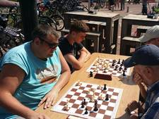 Jaap Amesz wint Terrasschaaktoernooi in Arnhem